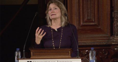 Photo of Jennifer Egan speaking in Amsterdam, Feb 21, 2018